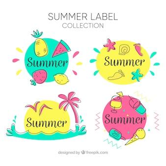 Conjunto de rótulos de verão com elementos de praia na mão desenhada estilo