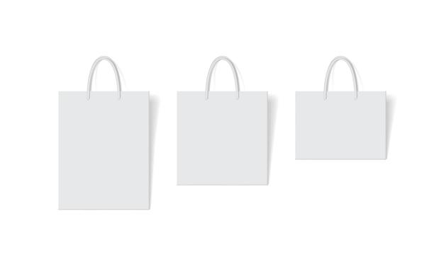 Conjunto de saco de papel branco isolado no branco