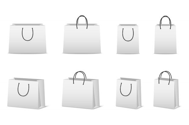 Conjunto de sacolas de papel em branco isolado no branco