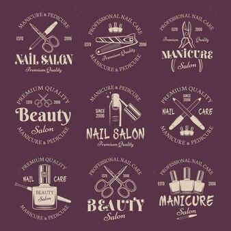 Conjunto de salão de manicure com emblemas coloridos