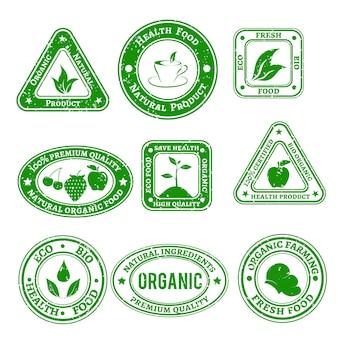 Conjunto de selos riscados em alimentos orgânicos e naturais em cor verde