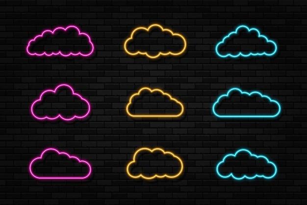 Conjunto de sinais de néon de nuvens no fundo da parede de tijolo preto quadro de luz elétrica abstrato