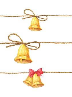 Conjunto de sino dourado pendurado na corda. ilustração em aquarela.