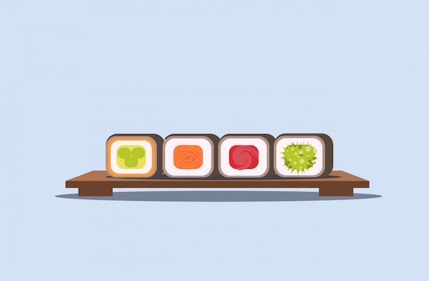 Conjunto de sushi rola no conceito de cozinha japonesa tradicional de placa de madeira horizontal