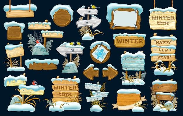 Conjunto de tábuas de madeira com monte de neve.