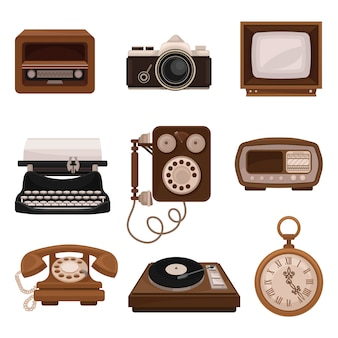 Conjunto de tecnologias vintage, rádio retrô, câmera fotográfica, tv, máquina de escrever, telefone público, tocador de vinil, relógio de bolso ilustrações sobre um fundo branco