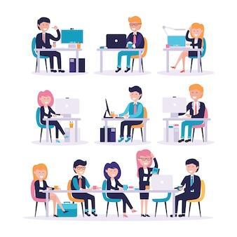 Conjunto de trabalhador de escritório masculino e feminino, sentado na frente do computador
