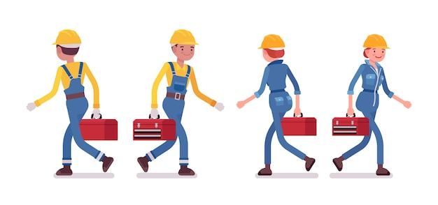 Conjunto de trabalhador masculino e feminino andando