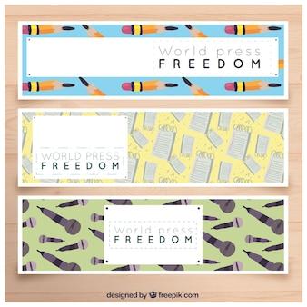 Conjunto de três bandeiras do dia da liberdade de imprensa mundial com itens decorativos