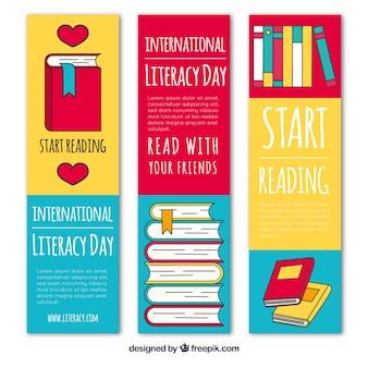 Conjunto de três bandeirinhas de livros desenhados à mão
