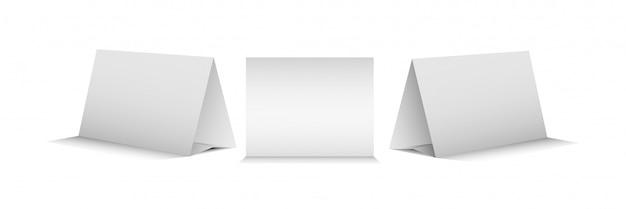 Conjunto de três cartas de tenda de mesa em branco para apresentar realista.