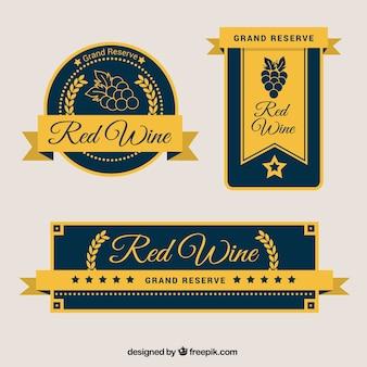 Conjunto de três rótulos de vinhos elegantes