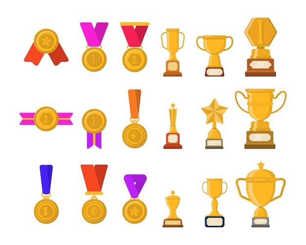 Conjunto de troféus, medalhas, ícones e fitas para vencedores em competições. copos de ouro para os vencedores. conjunto de imagens planas do troféu de ouro diferente. ilustração dos desenhos animados design gráfico plana.