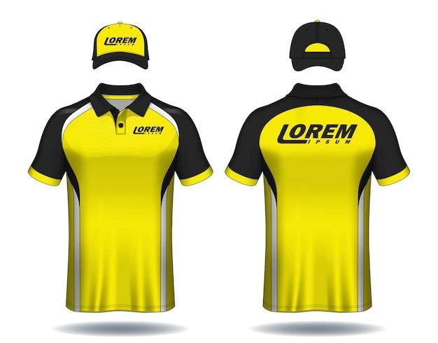 Conjunto de uniforme polo camisas e bonés.