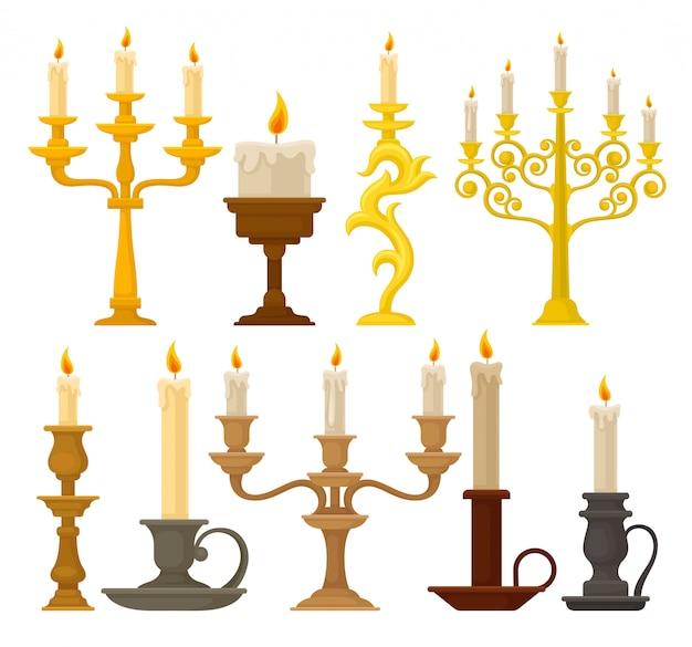 Conjunto de velas em castiçais, castiçais vintage e candelabros sobre um fundo branco