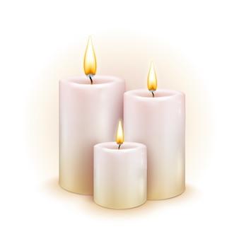 Conjunto de velas realistas com fogo no fundo branco