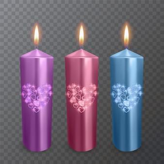 Conjunto de velas realistas nas cores roxa, vermelha e azul com uma camada brilhante de corações