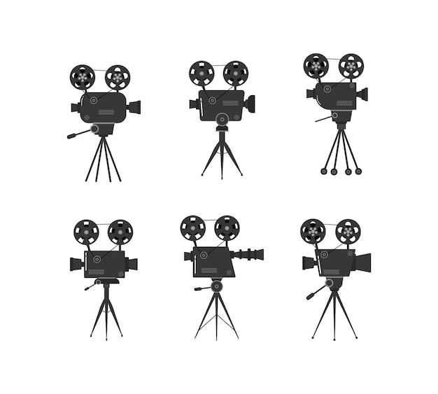 Conjunto de velhos projetores de cinema em um tripé. esboço desenhado à mão de um velho projetores de cinema em preto e branco, isolado no fundo branco. modelo de banner, panfleto ou cartaz. ilustração.