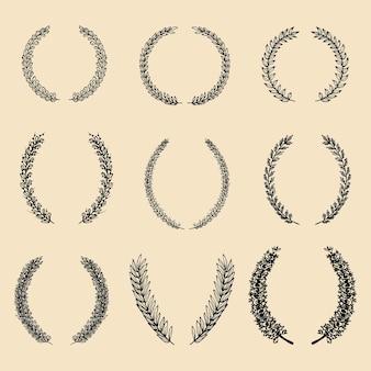 Conjunto de vetores de coroas e louros florais diferentes de mão desenhada.