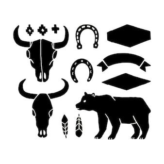 Conjunto de vetores de mão desenhar elementos do oeste selvagem em um fundo branco. ícones de cowboy ocidentais em monocromático. elementos de design para logotipo, etiqueta, emblema, sinal, crachá. crânio de touro, ferradura, pena, urso.