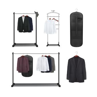 Conjunto de vetores de metal preto, cabideiros de madeira e carrinhos com vista frontal de camisas e jaquetas isolada no fundo branco