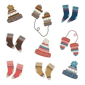 Conjunto de vetores de roupas de inverno, meias, luvas e chapéus de malha