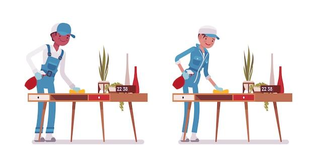 Conjunto de zelador masculino e feminino, espanando a mesa