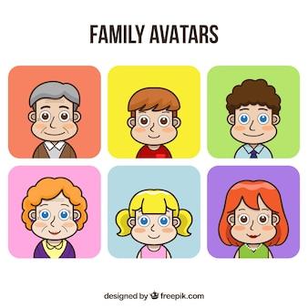 Conjunto desenhado mão de avatares familiares