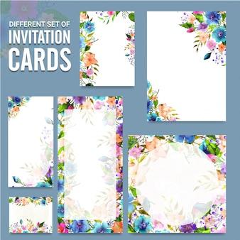 Conjunto diferente de cartões de convite com flores.