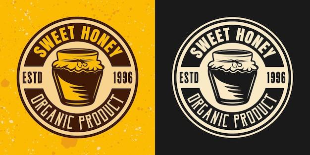 Conjunto doce de mel de dois estilos coloridos, emblema, distintivo, etiqueta ou logotipo em fundo amarelo e escuro