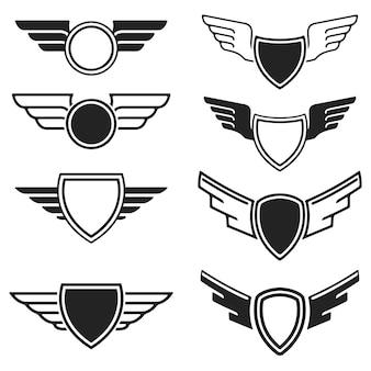 Conjunto dos emblemas vazios com asas. elementos para o logotipo, etiqueta, crachá, sinal. ilustração