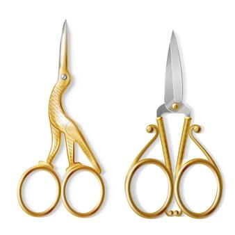 Conjunto realista com dois pares de tesouras de unha, equipamento profissional para manicure e pedicure