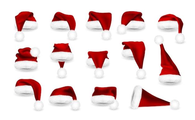 Conjunto realista de chapéus vermelhos de papai noel, isolado no fundo branco. chapéu de papai noel em malha gradiente com pele.