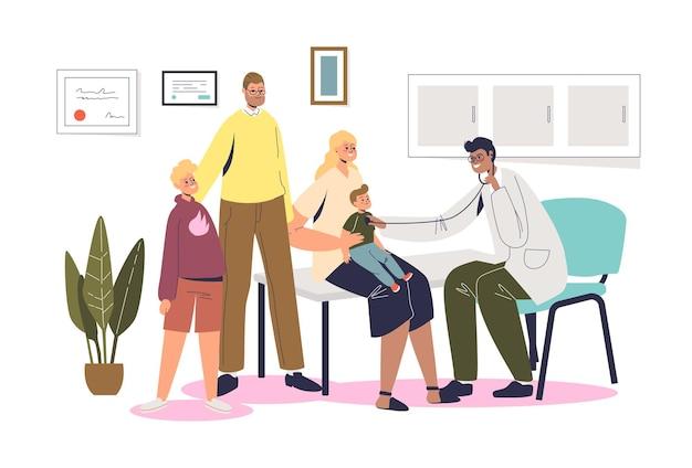Consulta do médico de família: pais e filhos em consulta com o pediatra em clínica ou hospital