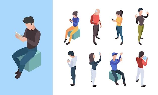 Conversa telefônica de pessoas. jovens de diálogo social online falando em caracteres isométricos de vetor de smartphone móvel. conversa online, telefone, ilustração de comunicação por telefone
