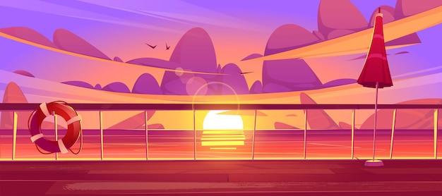 Convés ou cais do cruzeiro ao entardecer, navio vazio com balaústre de vidro, bóia salva-vidas e guarda-chuva com piso de madeira