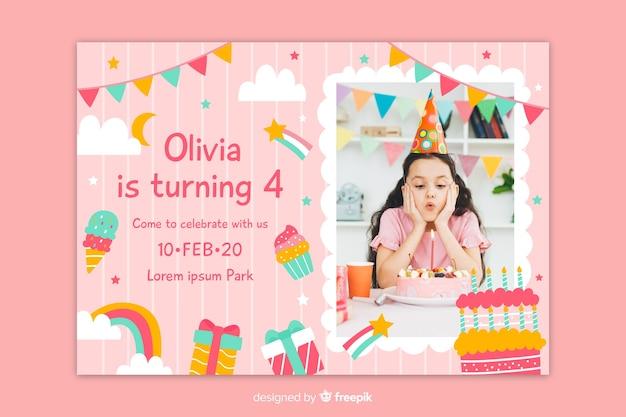 Convite de aniversário com foto em um quadrado