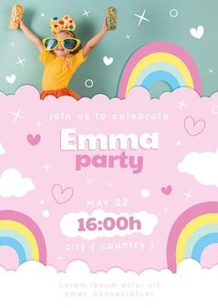 Convite de aniversário de arco-íris de desenho animado com foto
