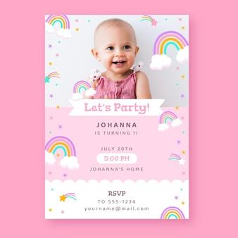 Convite de aniversário de arco-íris plano com foto