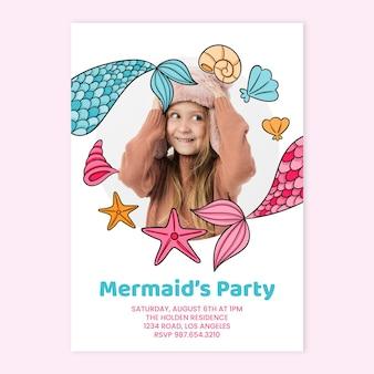Convite de aniversário de sereia desenhado à mão com modelo de foto