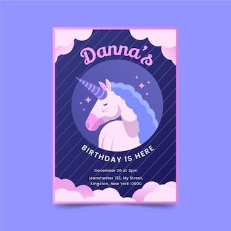 Convite de aniversário de unicórnio em design plano