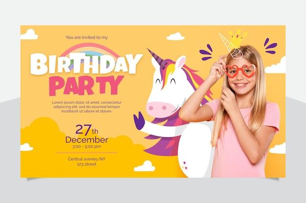 Convite de aniversário de unicórnio plano orgânico com foto
