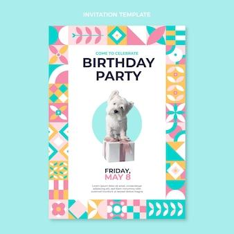 Convite de aniversário em mosaico plano