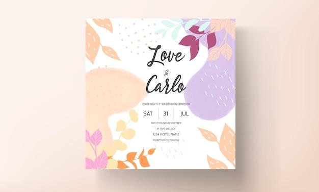 Convite de casamento de design floral plano com folhas de primavera