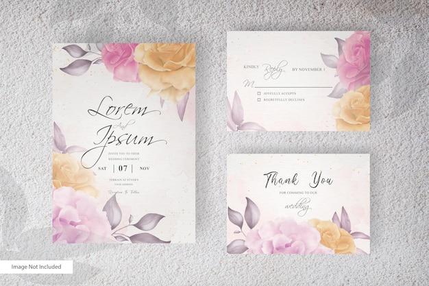 Convite de casamento elegante arranjo de flores e folhas com aquarela