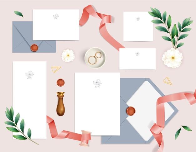 Convite de casamento romântico com cartões em branco, envelopes, flores, anéis, fitas, realistas, isolado