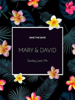 Convite de casamento tropical com flores da orquídea e folhas de palmeira exóticas em fundo escuro.