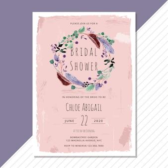 Convite nupcial do chuveiro com coroa de flores em aquarela de penas e folhagem