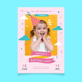 Convite para festa de aniversário com criança bonita