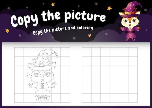 Copie o jogo de imagens infantis e a página para colorir com um veado fofo usando fantasia de halloween
